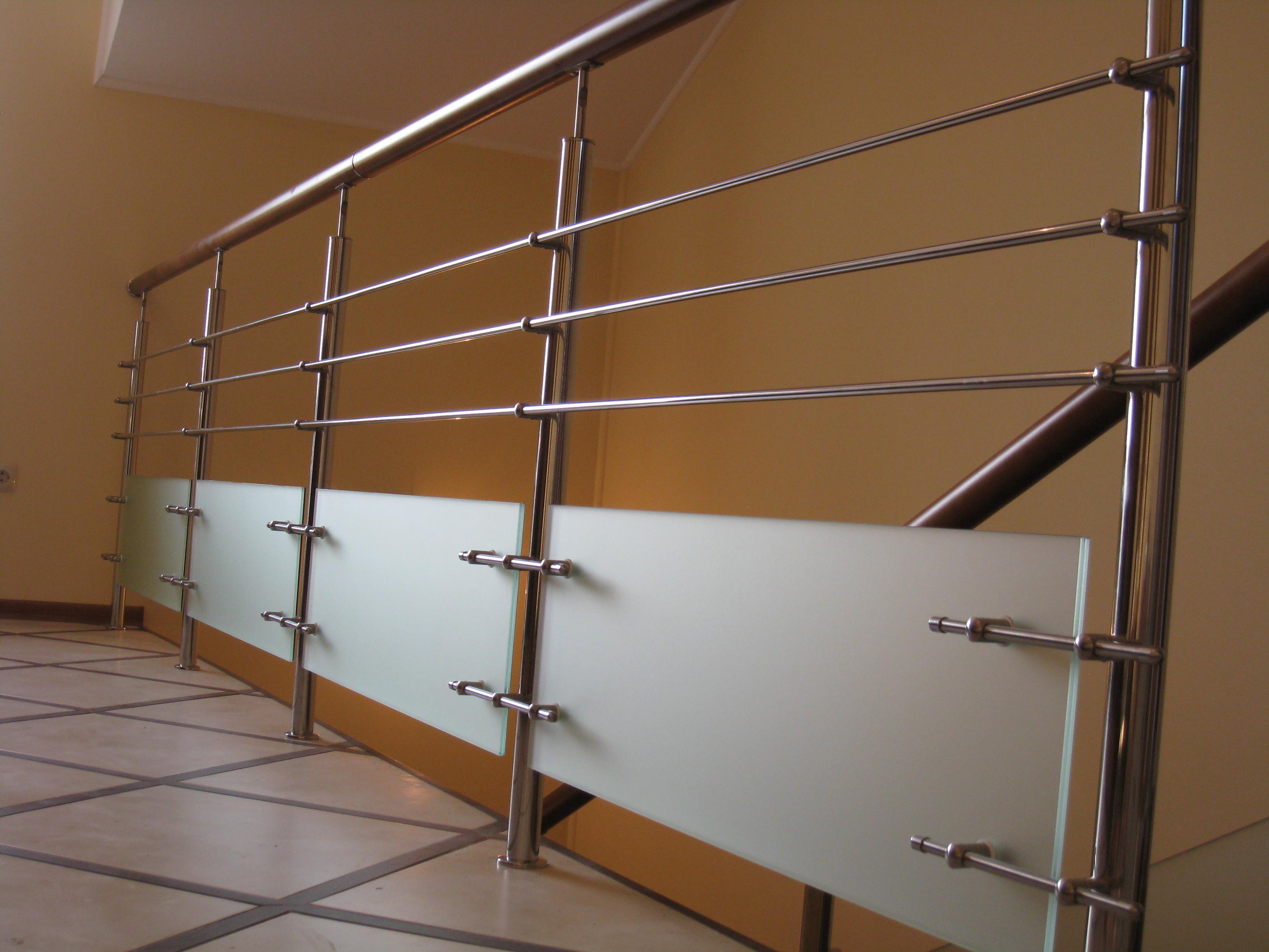 Лестница на бетонном основании из цельноламельного массива березы