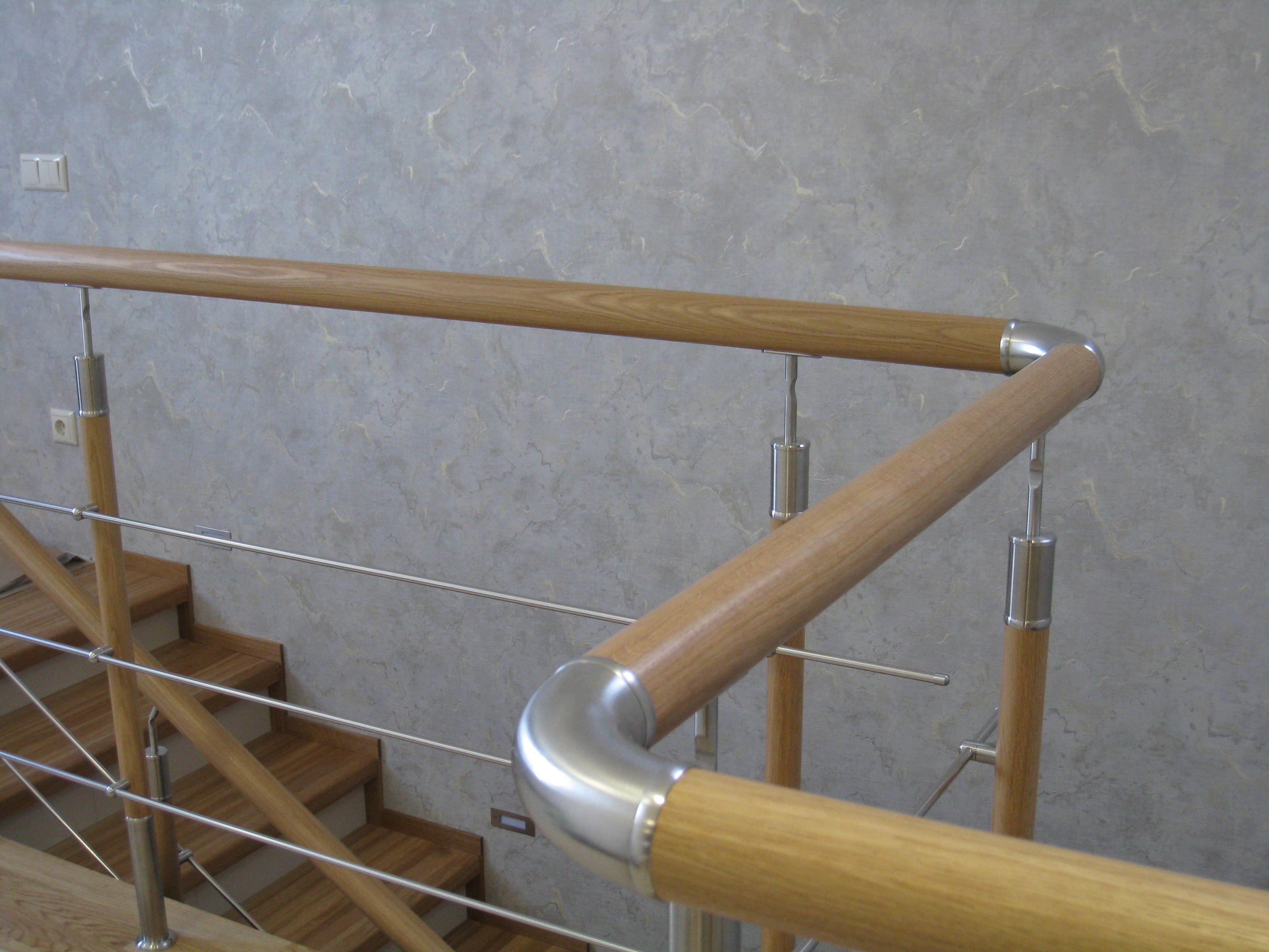 Лестница на бетонном основании с дубовыми ступенями