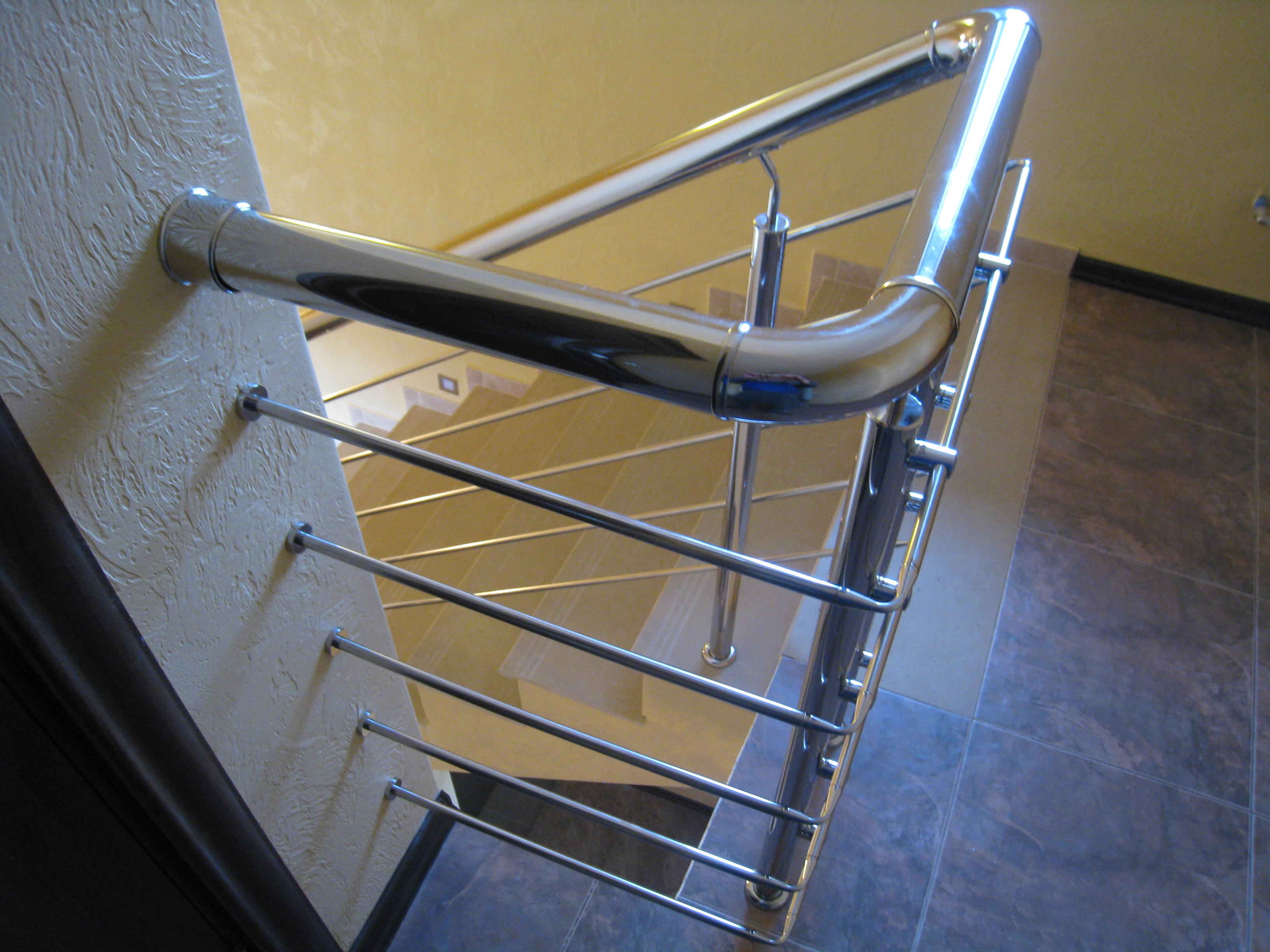 Лестница на бетонном основании облицованная керамогранитом