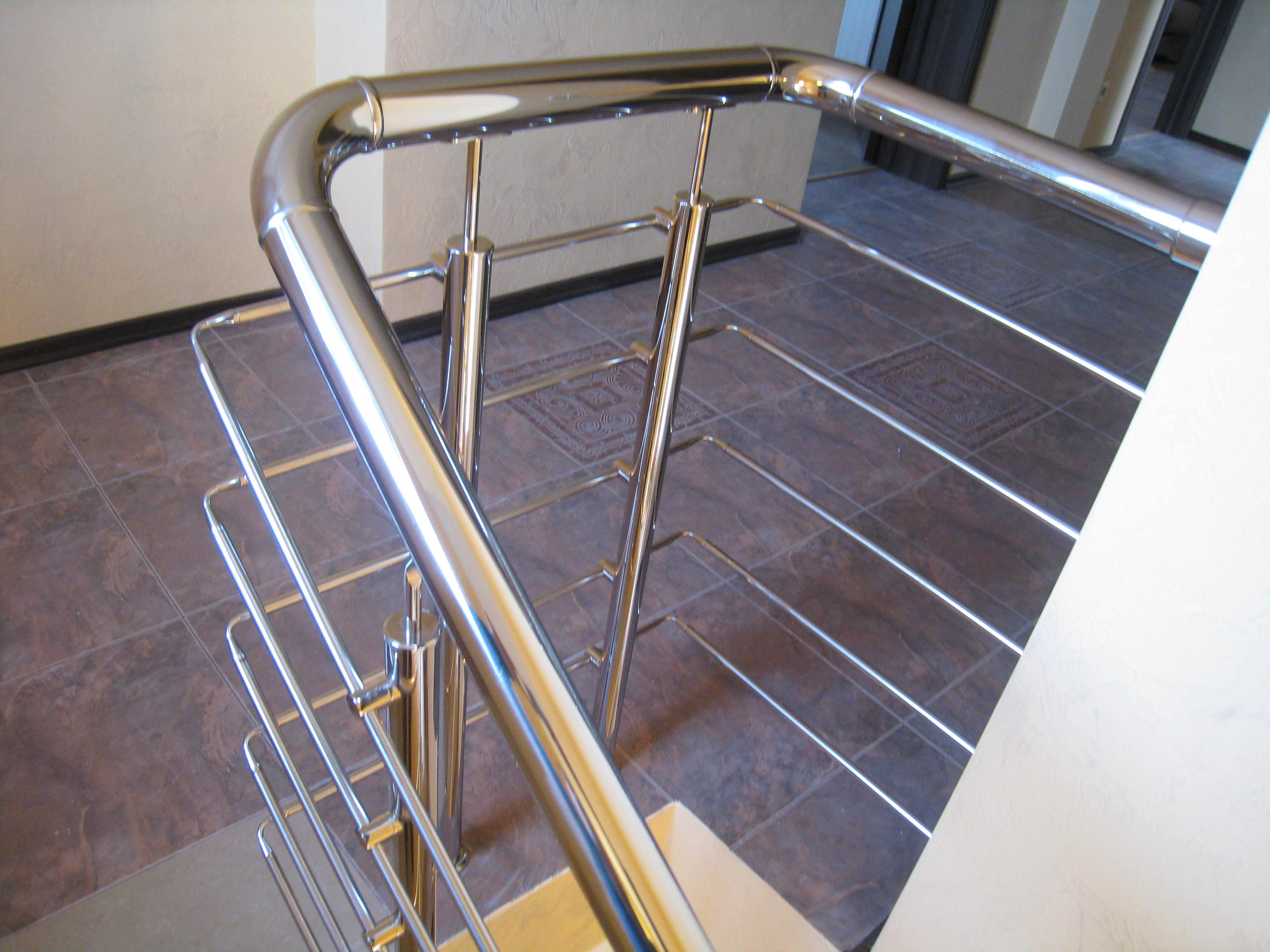 Лестница на бетонном основании облицованая керамогранитом