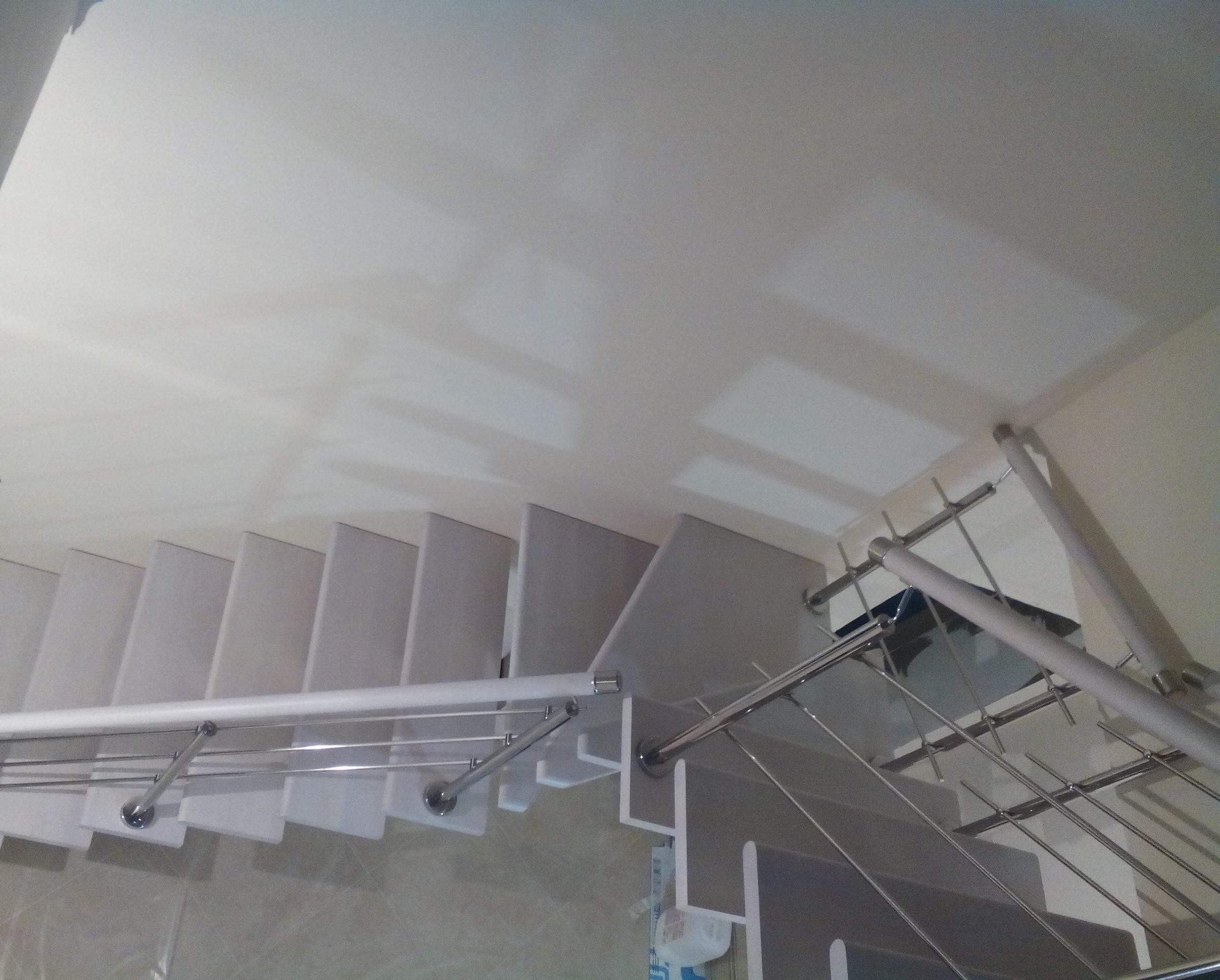 Лестница на центральном металлокосоуре из бука - 5