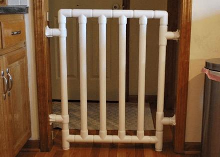 пример ворот безопасности для лестниц