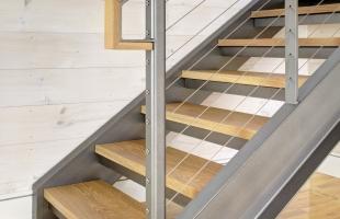 Выбор деревянных ступеней для лестницы на металлокаркасе