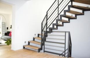 Лестница на металлокаркасе: 4 главных преимущества