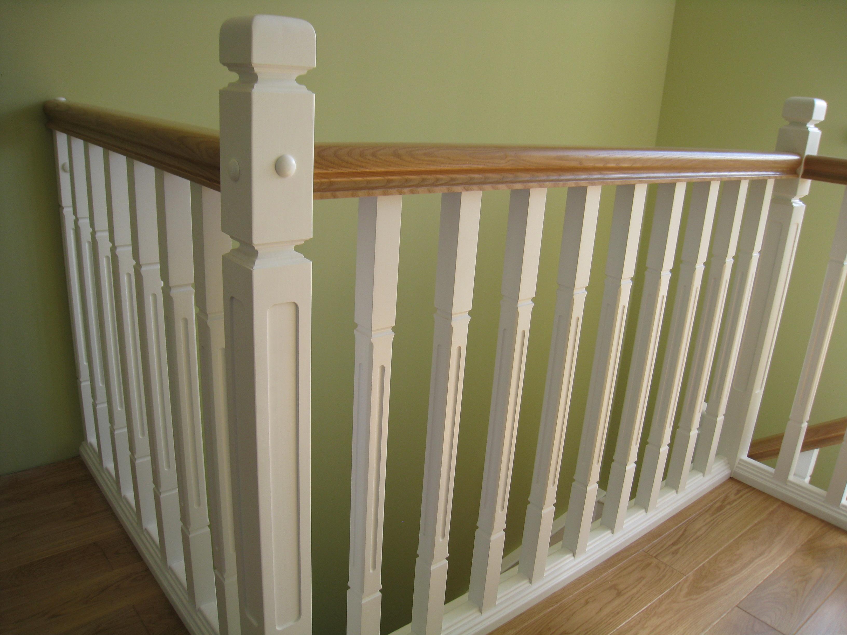 Комбинированная лестница из массива ясени и ольхи