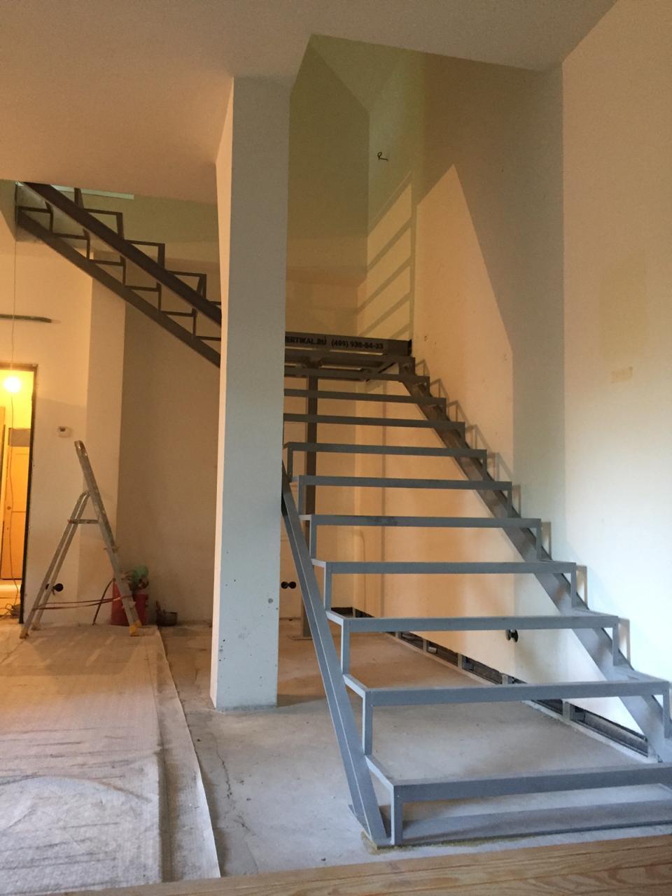 Лестницы на металлокаркасе закрытого типа