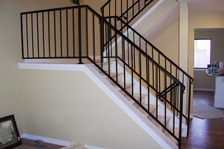 Перила лестниц в жилых помещениях